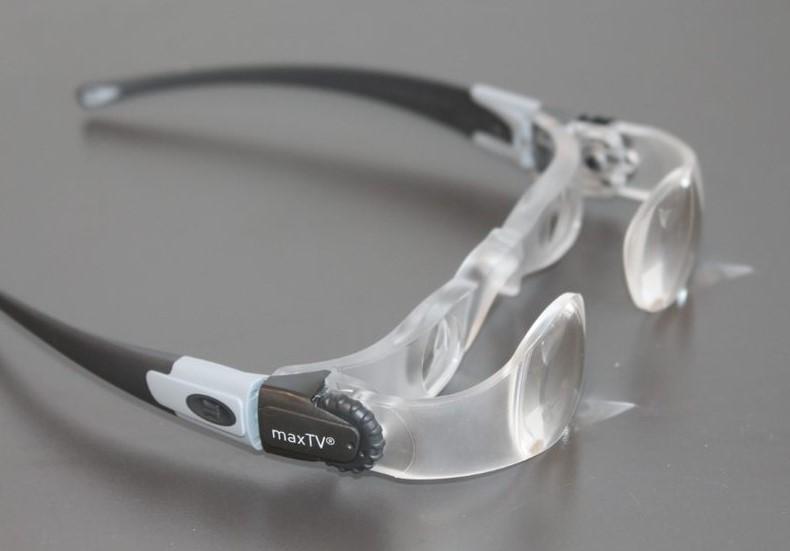 משקפיים עם עדשות כפולות